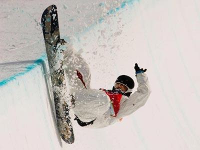 Шаун Увайт зі США на шляху до перемоги у півфіналі зі Сноуборту. Фото: Adam Pretty/Getty Images
