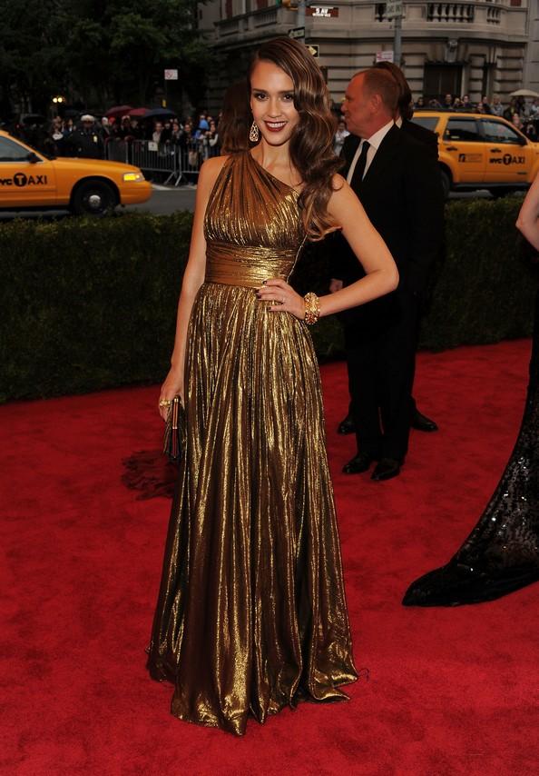 Актриса Джессика Альба в платье Michael Kors. Фото: Larry Busacca/Getty Images