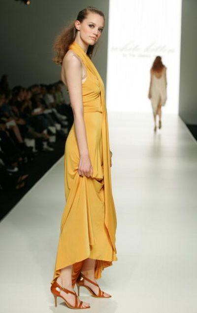 Коллекция одежды сезона весна-лето 2008/2009 от дизайнераWhite Kitten. Фото:Sergio Dionisio/Getty Images