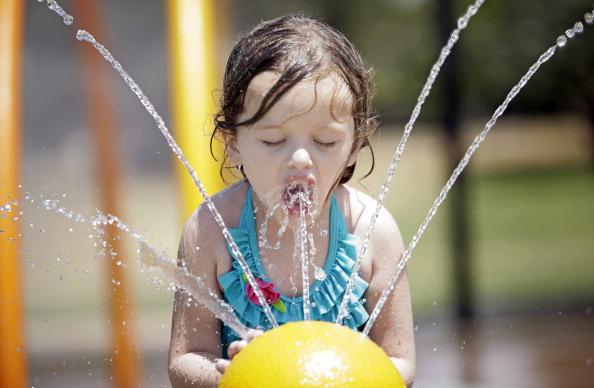 На восточное побережье США пришла сильнейшая жара. Фото: Brett Deering/Getty Images