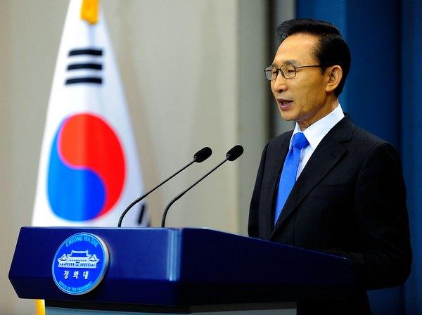 Президент Южной Кореи Ли Мён Бак делает заявление для нации, 29 ноября 2010, Сеул, Южная Корея. Фото: Kim Min-Hee-Pool/Getty Images