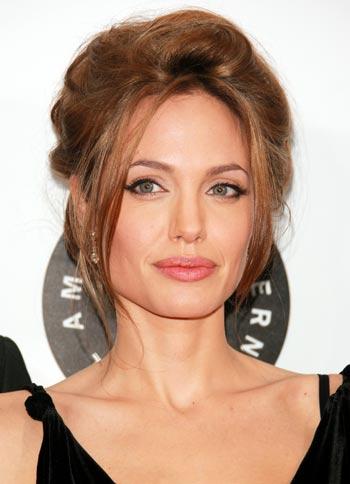 НЬЮ-ЙОРК : Актриса Анжелина Джоли (Angelina Jolie) посетила премьеру фильма «Сильное сердце», которая была представлена в 13 июня 2007 в Нью-Йорке. Фото: Evan Agostini/Getty Images
