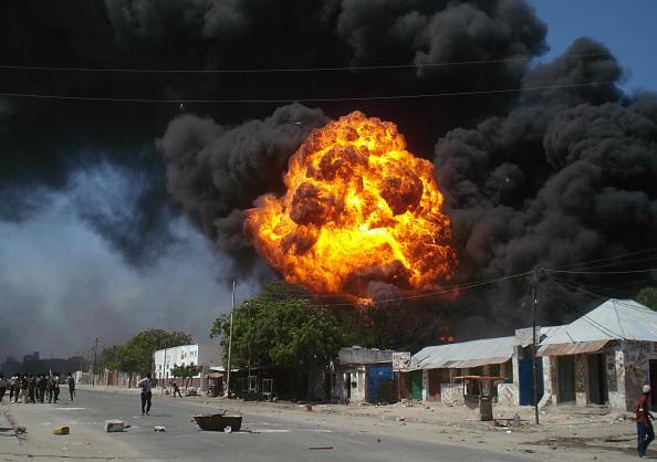 В столице Сомали Могадишо взорвалась автозаправка. Фото: ABDURASHID ABDULLE/AFP/Getty Ima