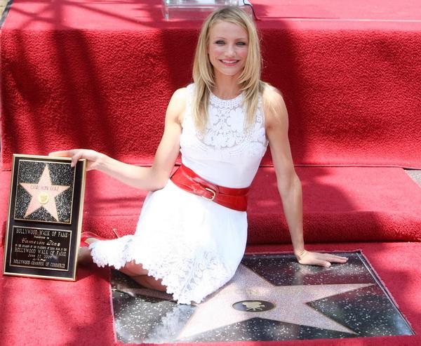 22 июня 2009 года актриса Кэмерон Диаз была удостоена звезды на Аллее Славы Голливуда. Фото: Kristian Dowling/Getty Images