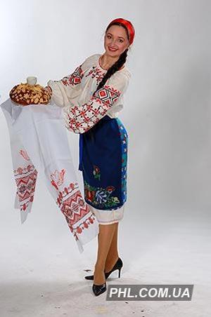 Дівчина з короваєм. Фото: http://www.phl.com.ua