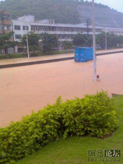 Город Дунван провинции Гуандун сильно пострадал от ливней. Фото с epochtimes.com