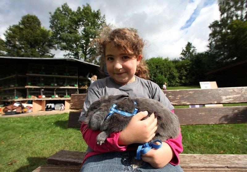 Лиза Мария Бах со своим питомцем, кроликом Марией. Фото: Ralph Orlowski/Getty Images