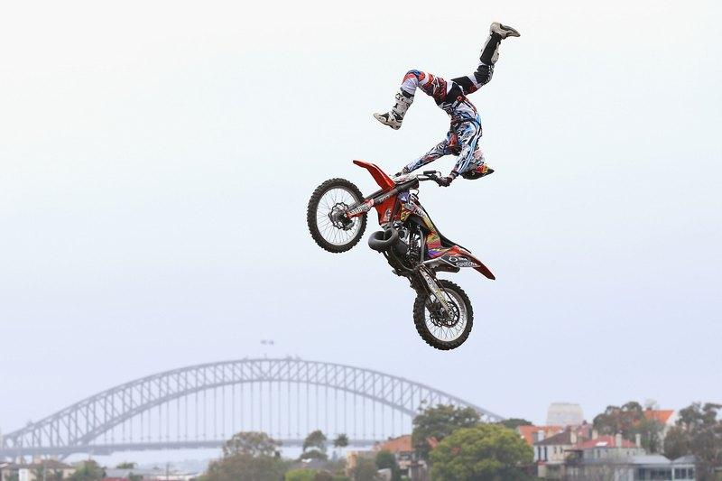 Острів Кокату, Австралія, 6жовтня. Новозеландець Леві Шервуд бере участь у змаганнях з мотокросу «Red Bull X-Fighters». Фото: Cameron Spencer/Getty Images