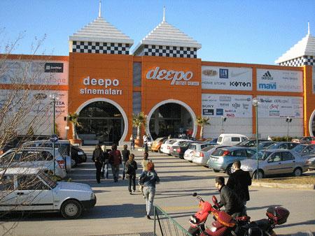 Торговый центр Дипо. Фото: Елена Подсосонная