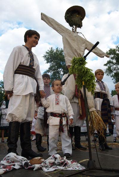 Выступление детского коллектива. Фото: Владимир Бородин/The Epoch Times