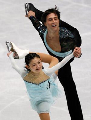 Російська пара Yuko Kawaguchi і Alexander Smirnov на чемпіонаті в Токіо. Фото: TORU YAMANAKA/AFP/Getty Images