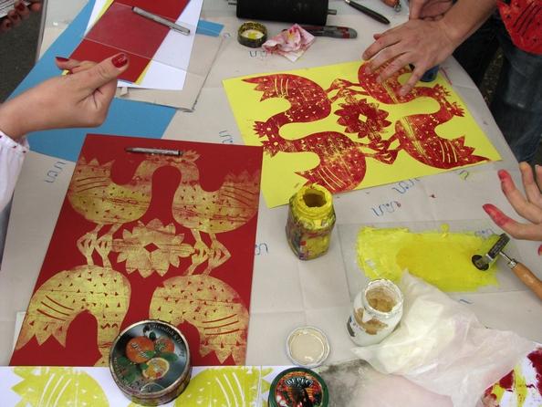 Мастер-класс по изготовлению оттисков вытынанки от творческой группы «Вал». Фото: Алина Маслакова/The Epoch Times Украина