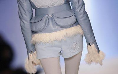 Коллекция работ сезона Осень-Зима 2007 модельера Татьяны Садартьянто. Фото: Pascal Le Segretain/Getty Images for RFW