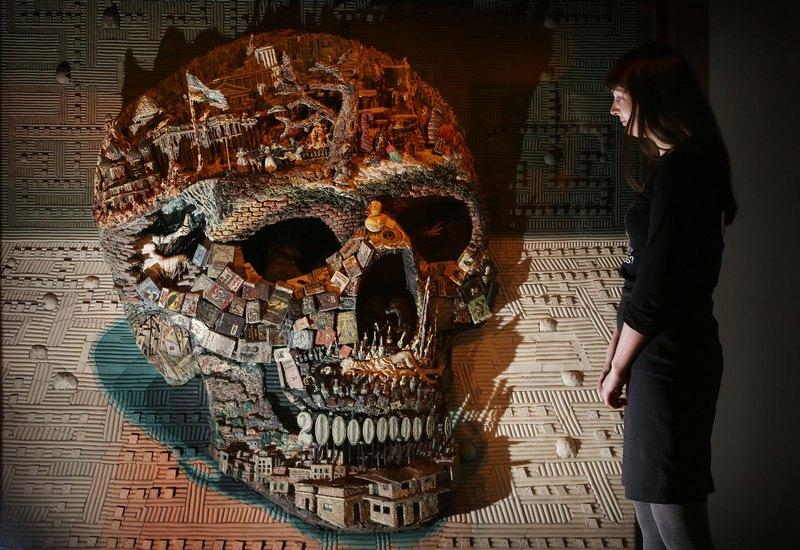 Лондон, Англия, 14 ноября. В столице открылась выставка коллекционера Ричарда Харриса, посвящённая переходу в мир иной. Фото: Peter Macdiarmid/Getty Images