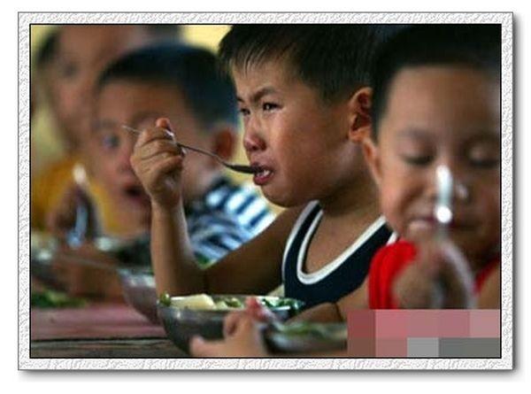 Нелёгкие тренировки будущих китайских чемпионов. Фото с secretchina.com