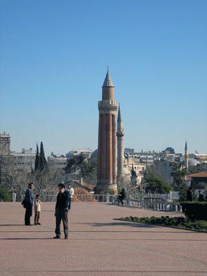Мечеть в Анталии. Фото: Елена Подсосонная