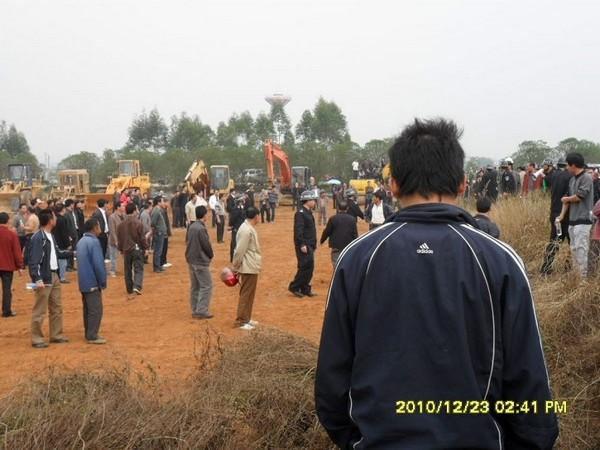 Отъём земли у крестьян. Провинция Гуанси. Декабрь 2010 год. Фото с epochtimes.com