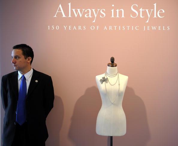 Великолепная продажа драгоценностей от Sotheby's проходила в Нью-Йорке 20 апреля 2010 года. Фото: TIMOTHY A. CLARY/AFP/Getty Images