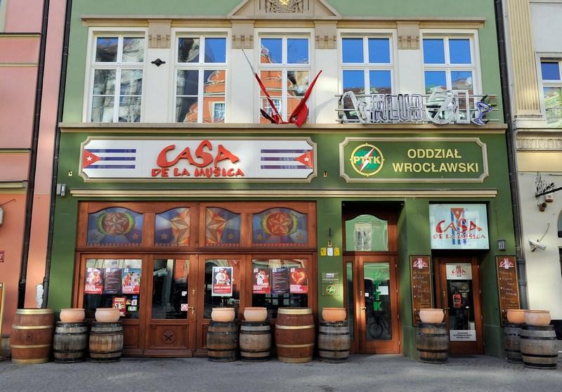 Кубинський бар Casa de la Musica у Вроцлаві. Фото: Claudio Villa/Getty Images