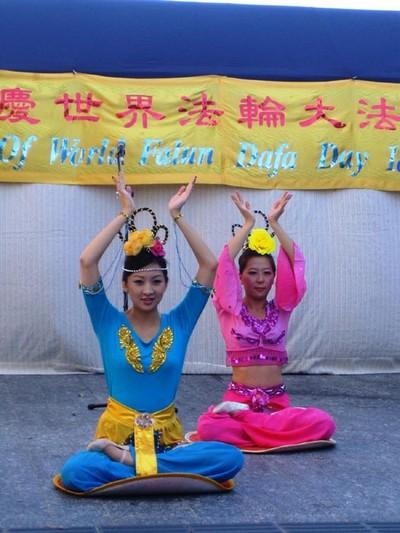 Брисбен (Австралия). Последователи Фалуньгун отмечают Всемирный день Фалунь Дафа. 2010 год. Фото с minghui.org