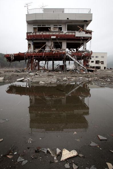Напівзруйнована будівля в м. Отсучі, префектура Івате. Фото: Kiyoshi Ota/Getty Images