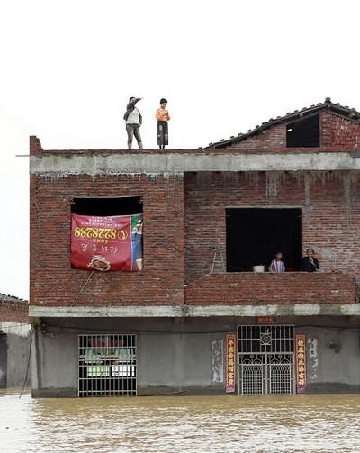Повені в Китаї. Червень, 2010 рік. Фото: STR/AFP/Getty Images
