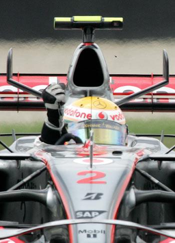 Пилот команды McLaren Льюис Гамильтон (Lewis Hamilton) участвует в гонках седьмого этапа чемпионата мира Формулы-1 – Гран-при США. Фото: DON EMMERT/AFP/Getty Images