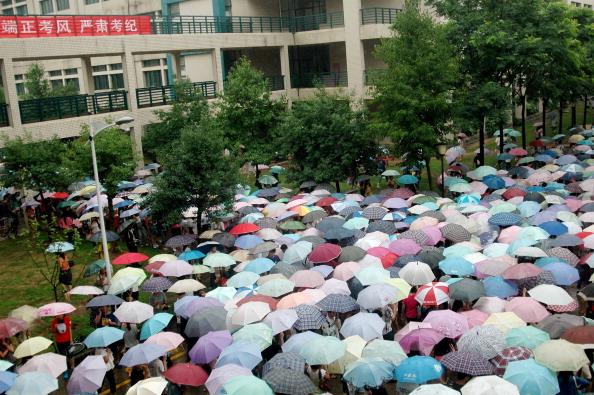 Студенти перед початком іспиту. м. Ухань, провінція Хубей. Фото: ChinaFotoPress / Getty Images