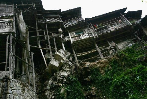 Дома на скале. Фото: China Photos/Getty Images