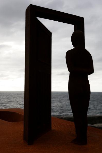 Море, солнце и скульптуры на морском побережье Австралии. Фото: Lisa Maree Williams/Getty Images