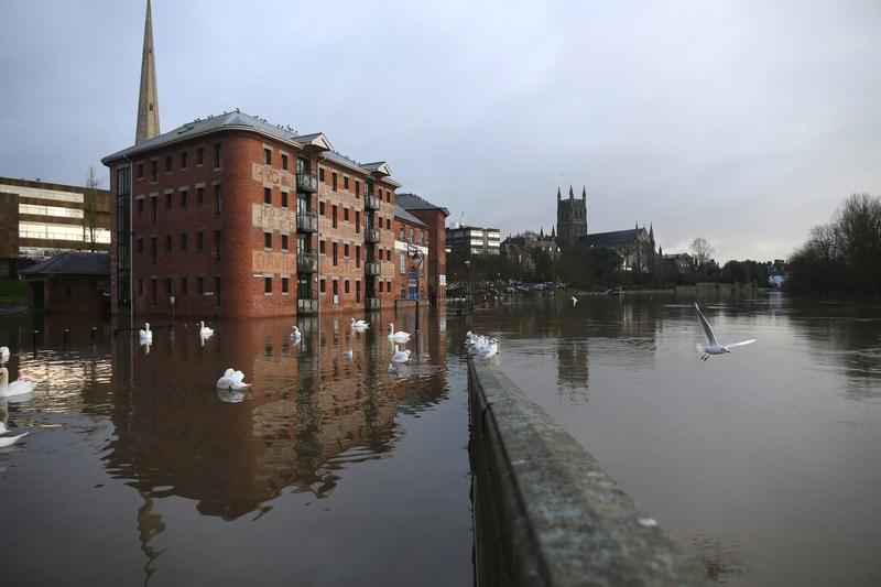 Вустер, Англія, 24грудня. Через рясні дощі річка Северн, що протікає по південному сходу країни, вийшла з берегів. Фото: Christopher Furlong/Getty Images