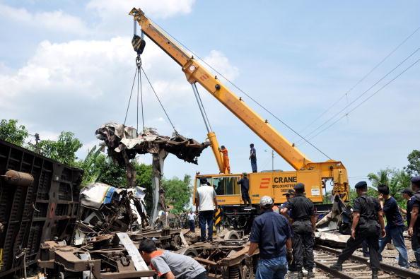 Зіткнення поїздів в Індонезії стався на станції Петарукан у суботу, 2 жовтня. Фото: us.detiknews.com