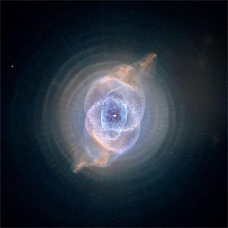 9 вересня 2004 р. Туманність Котяче око (Cat's Eye Nebula). Фото: NASA, ESA, HEIC, and The Hubble Heritage Team (STScI/AURA)