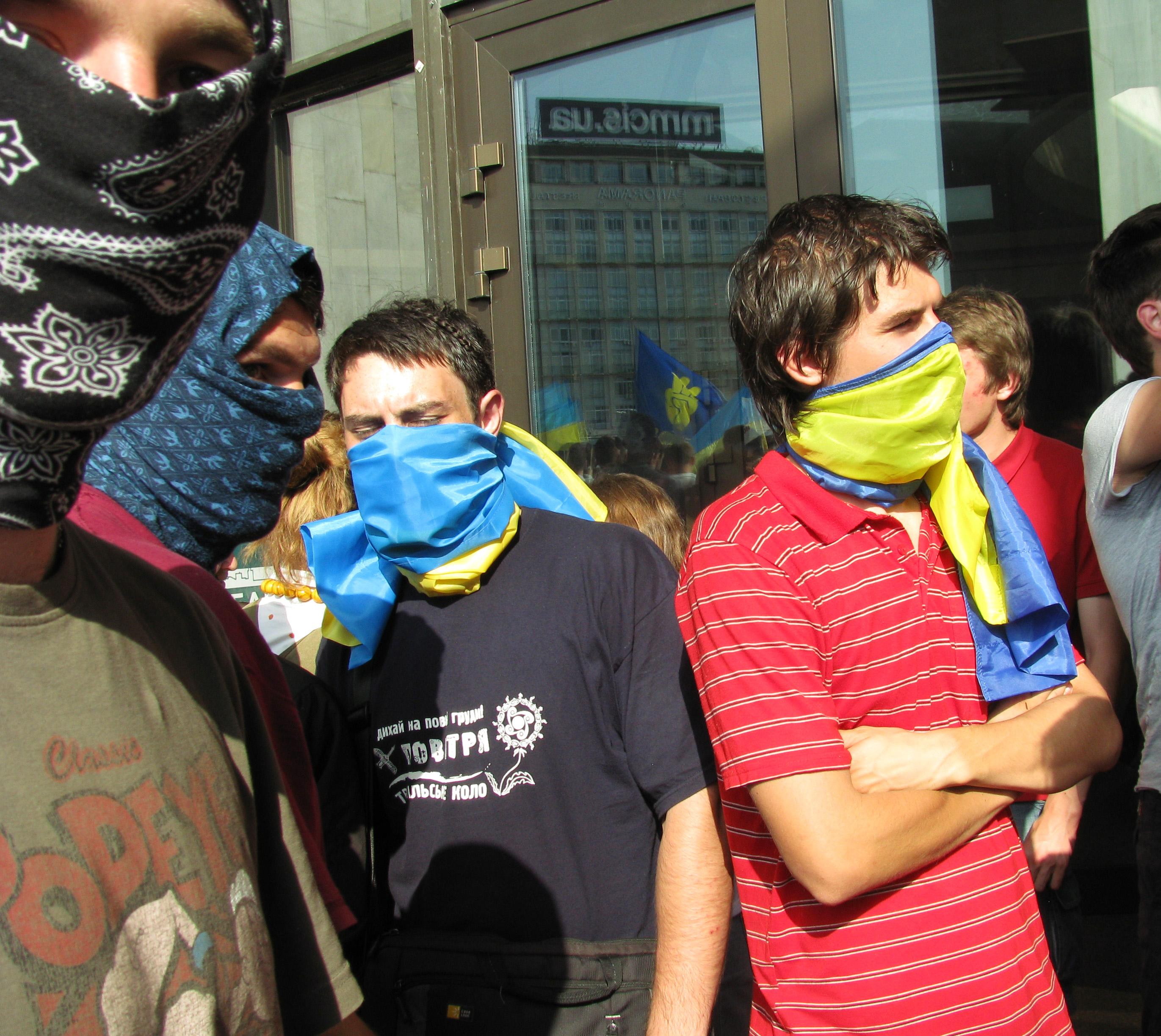 Противники «мовного» законопроекту оточили Український дім у Києві. Фото: Аліна Маслакова/Велика Епоха