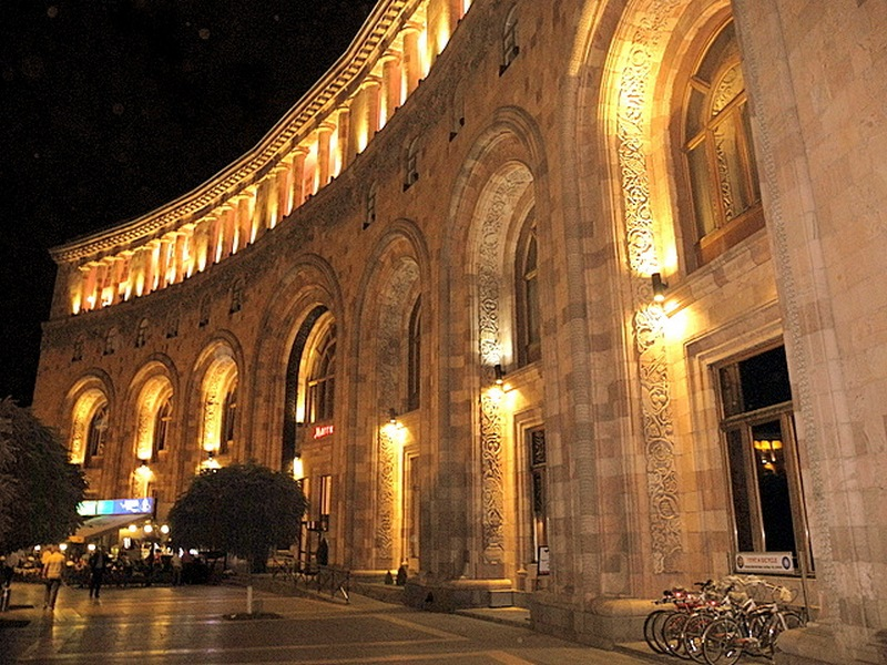 Здания на площади Республики. Фото: Алла Лавриненко/Великая Эпоха