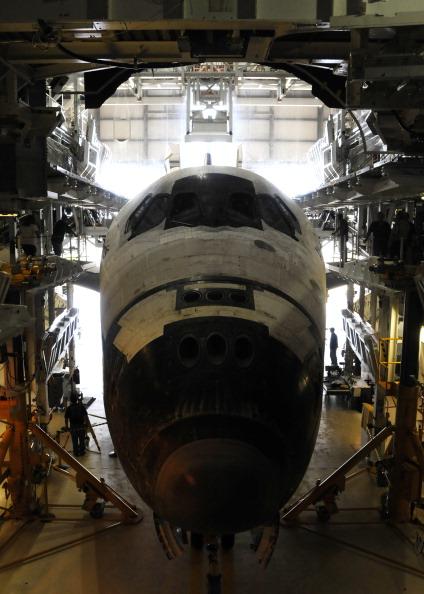 Шаттл «Атлантис» помещен в ангар. Фото: BRUCE WEAVER/AFP/Getty Images