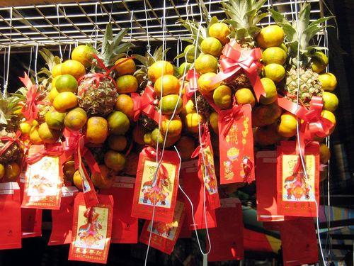 Филиппины. Новогодние апельсины и ананасы – символ счастья. Фото: Центральное агентство новостей