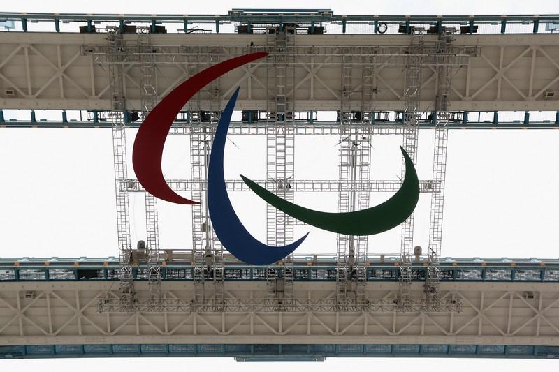 Лондон, Англія. 22 серпня. Емблема Паралімпійських ігор встановлена під пішохідними галереями Тауерського мосту. Фото: Oli Scarff/Getty Images