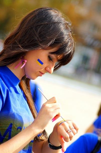 Акция Обними Украину. Мариуполь. Фото предоставлено организаторами акции
