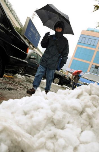 Город Нанкин провинции Цзянсу. Стихийное бедствие, связанное с сильными снегопадами, охватило 14 провинций, городов и районов Китая. China Photos/Getty Images
