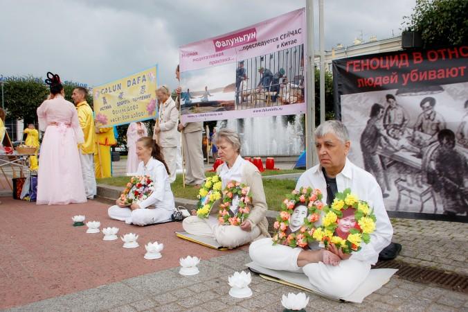 Санкт-Петербург, Росія. День вшанування пам'яті загиблих в ході репресій послідовників Фалунь Дафа. Фото: Велика Епоха