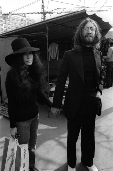 Джон Леннон (John Lennon) і його дружина Йоко Оно (Yoko Ono). Фото:MYCHELE DANIAU/Getty Images