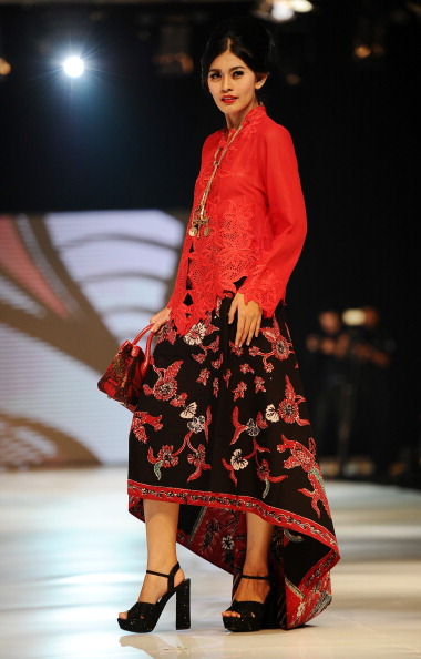 Индонезийская мода. Снимки, сделанные на шоу Surabaya Fashion Parade NIWASANA NUSANTARA 2014. Фото:Robertus Pudyanto/Getty Images