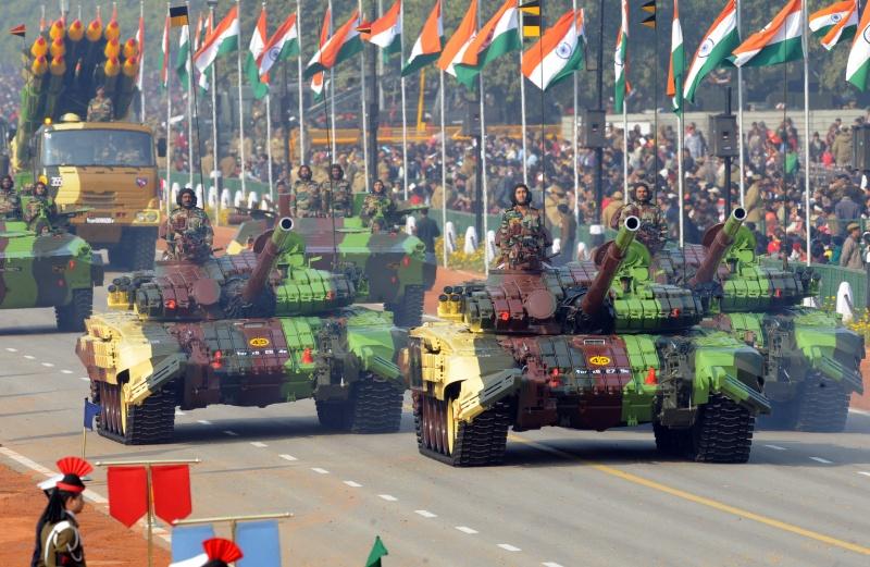 Танки «Т-72» на параде в Нью-Дели. Фото: RAVEENDRAN/AFP/Getty Images