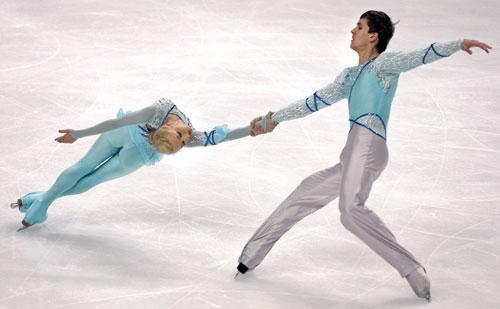 Мария Мухортова и Максим Траньков (Россия) исполняют короткую программу. Фото: YURI KADOBNOV/AFP/Getty Images