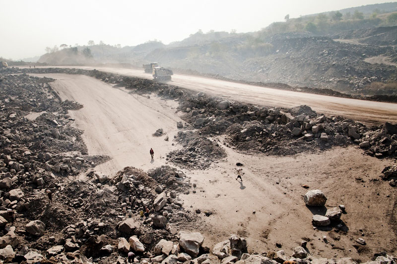 Свалка пустой породы в карьере в посёлке Джина Гора, месторождение Джхария, Индия. Фото: Daniel Berehulak/Getty Images