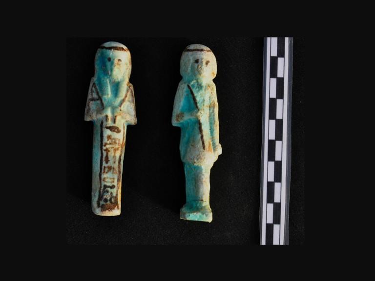 Фігурки робітника (зліва) та наглядача з хлистом (справа). Фото: Mary-Ann Pouls Wegner