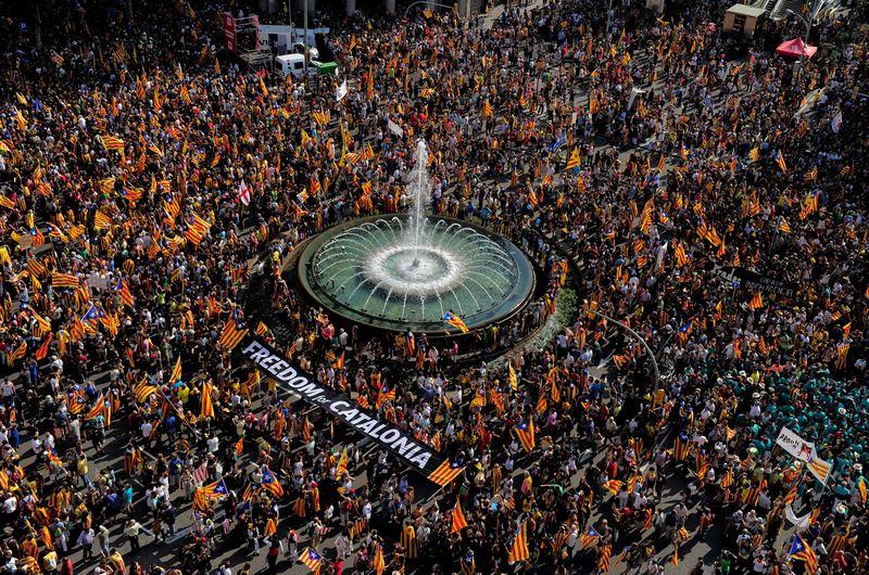 Барселона, Испания, 11 сентября. Демонстрация в поддержку независимости Каталонии в связи с финансовым кризисом в стране. Фото: JOSEP LAGO/AFP/GettyImages