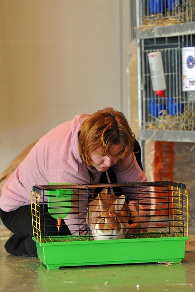 Лада Сипова-Крецова со своим кроликом. Фото: Harold Cunningham/Getty Images