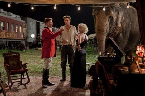Кадр з фільму «Води слонам»
